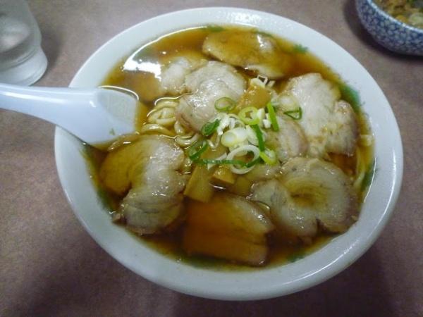 森田屋支店緑町店・チャーシュー麺に定番のモツ煮