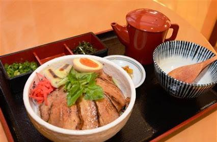 「三味一体!とろ旨チャーシューの火炙り丼」関越道赤城高原SA