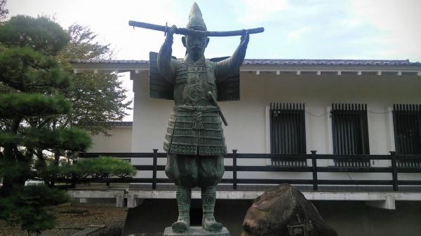 新田義貞公の像(新田荘歴史資料館)