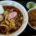 永井食堂の平打ち太麺のラーメンともつ煮込み(渋川市)