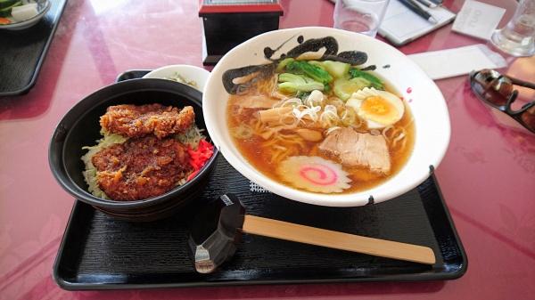 醤油ラーメン+ミニソースかつ丼(玉村ゴルフ場)